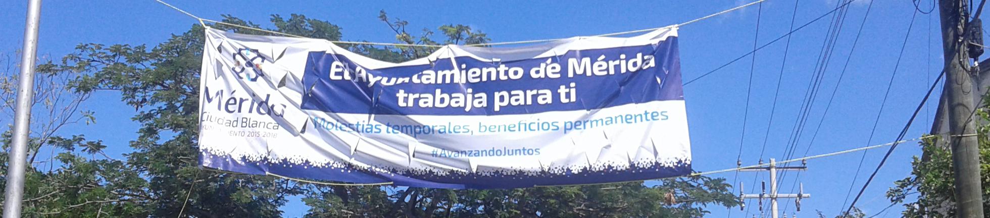 Manta del Auntamiento de Mérida para promover sus obras. Beneficios permanentes, dicen —Imagen de Voz Abierta