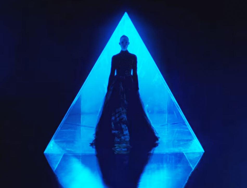 el-tornillo-de-klaus-revista-cine-neon-demon-pelicula-nicolas-winding-refn-artista-falsificador-elle-fanning-nwr-pusher-imagenes-triangle-triangulo-950x725