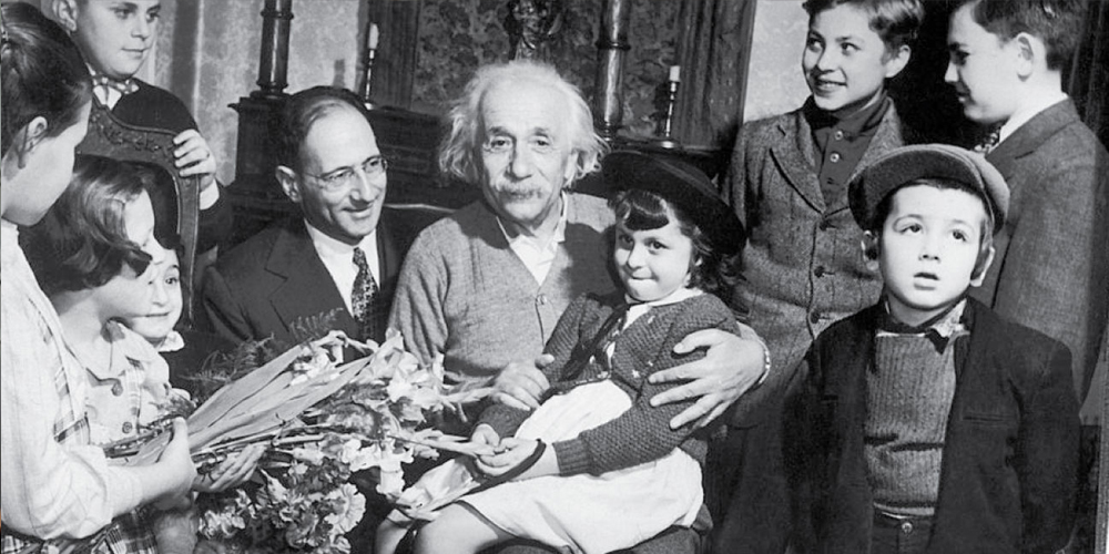 Einstein with kids — Voz Abierta